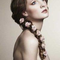 cortes con trenza con flores para novias