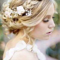 peinado corona con flores para novia