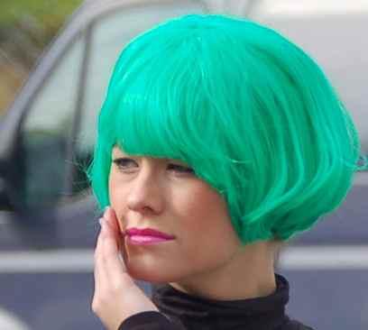 pelo verde agua mujer