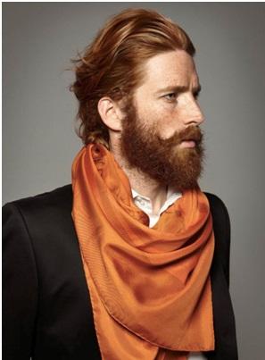 Corte de pelo largo y barba