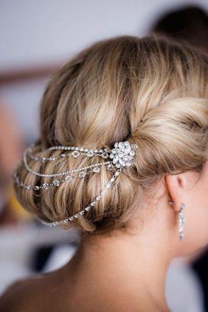 Los broches de pelo para fiestas siempre tendrán piedras preciosas o  semipreciosas e5c9f98452e0