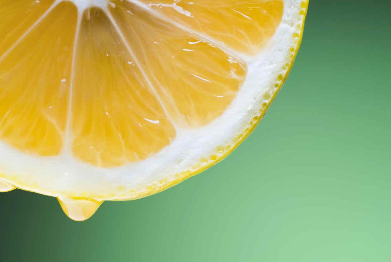 beneficios del limon en el cabello