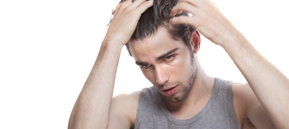 Los cabellos caen los análisis normal