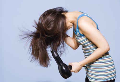 secar pelo hacia abajo