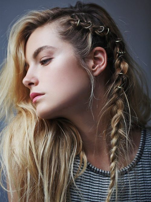 peinados-hippies trenza con hair rings