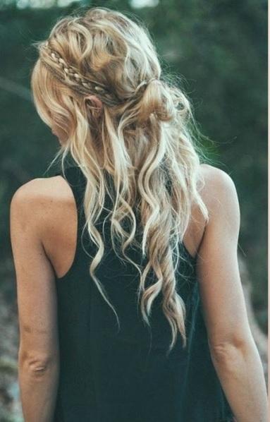 peinado hippie con rodete medio