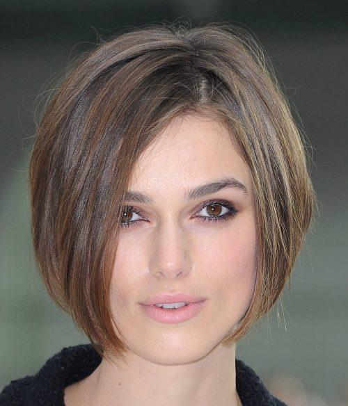 mujer con corte estilo bob sin flequillo - Corte De Pelo Moderno