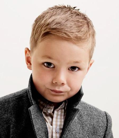niño con corte clasico
