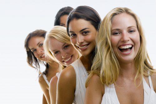mujeres con corte de pelo modernos