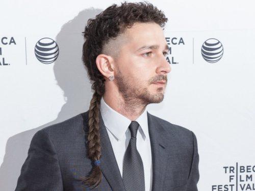 hombre peinado mohicano