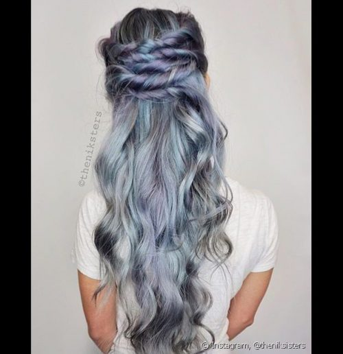 Mechas azules y moradas