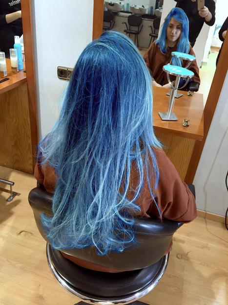Mechas azules todo el pelo