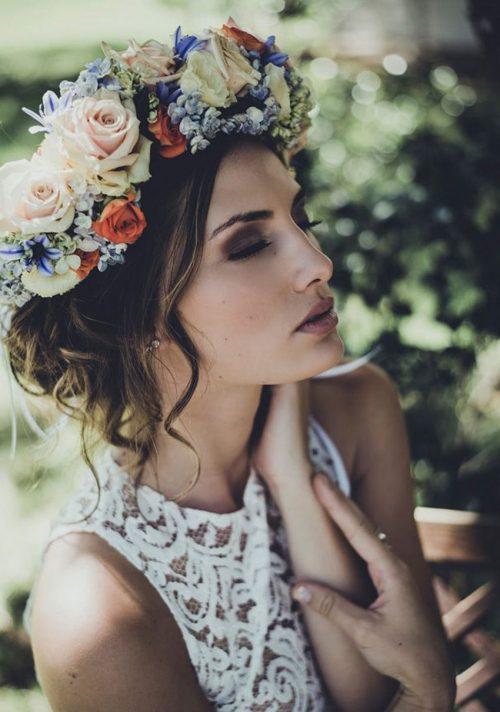 Peinados con tocados flores