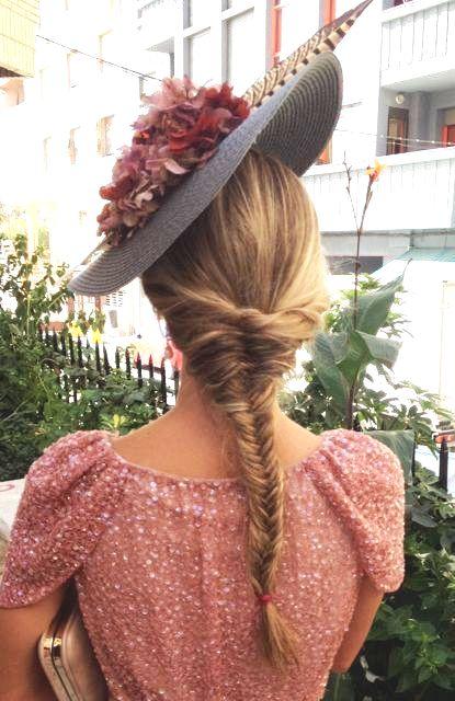 Peinados con tocados canotier
