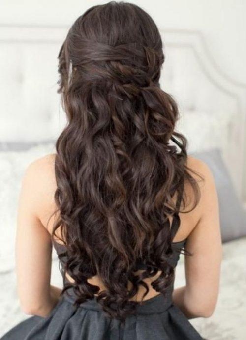 Peinados románticos para cabello rizo