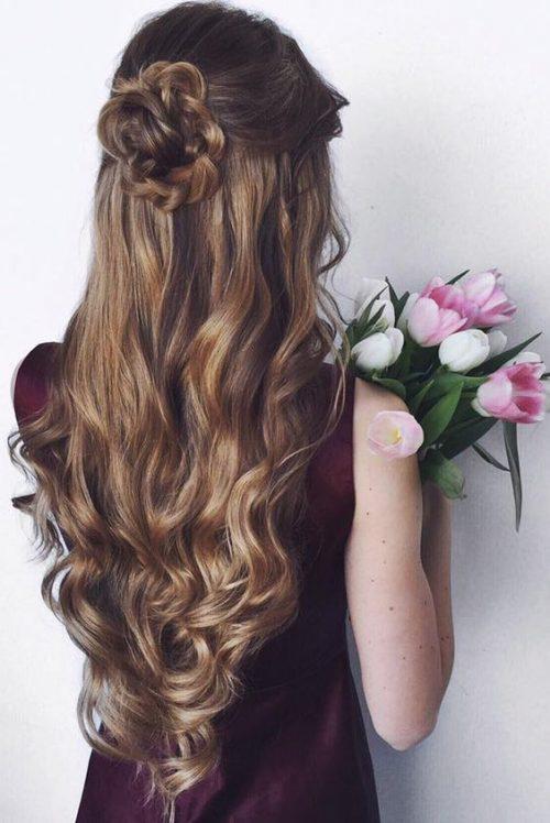 Peinado rosa con ondas