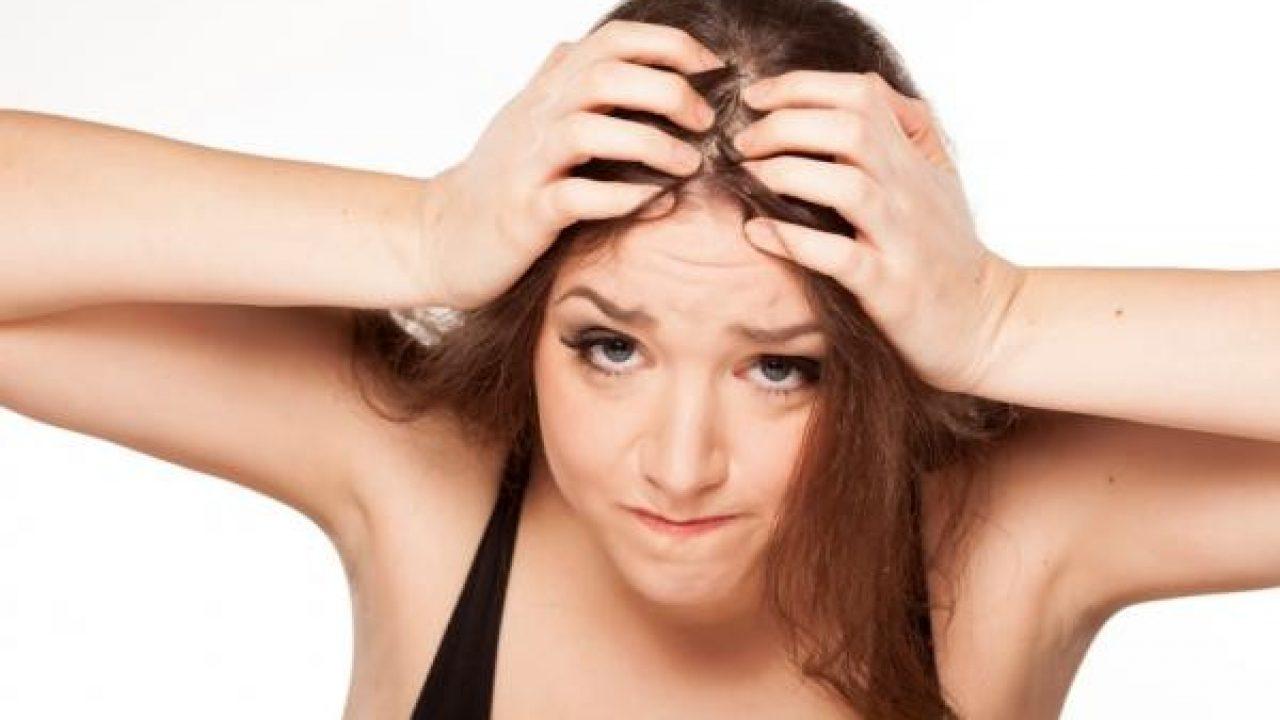 granos en la cabeza por estress