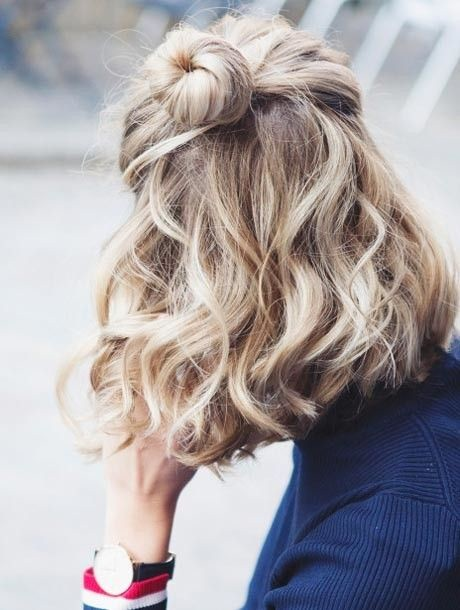 Peinados pelo corto rizado 10