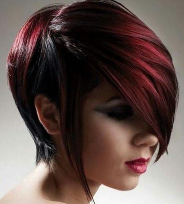 Cortes de cabello corto con mechas rojas