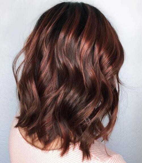 mechas cabello corto cobrizas oscuras