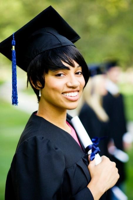 Peinados para graduación corto con fleco