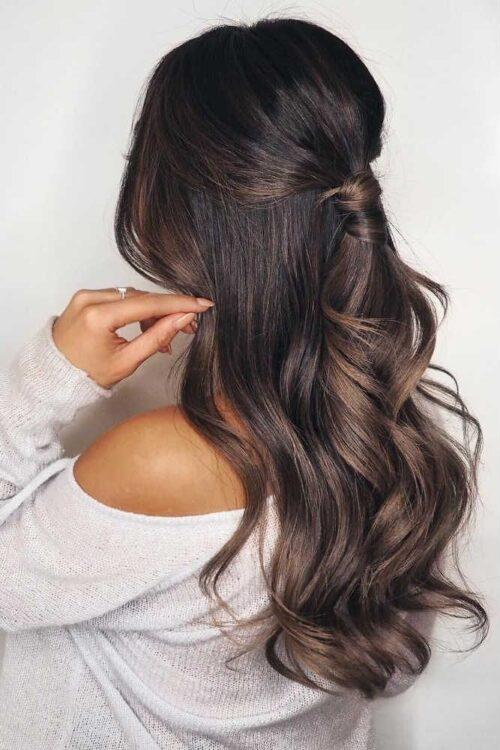 Media coleta hecho con el mismo cabello