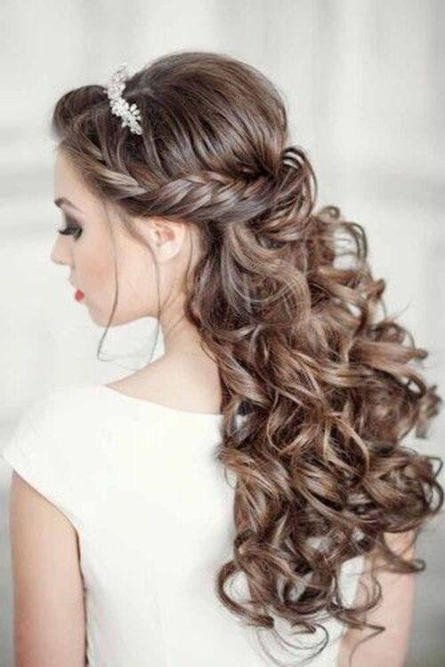 peinados para 15 años cabello con enrollados cruzados