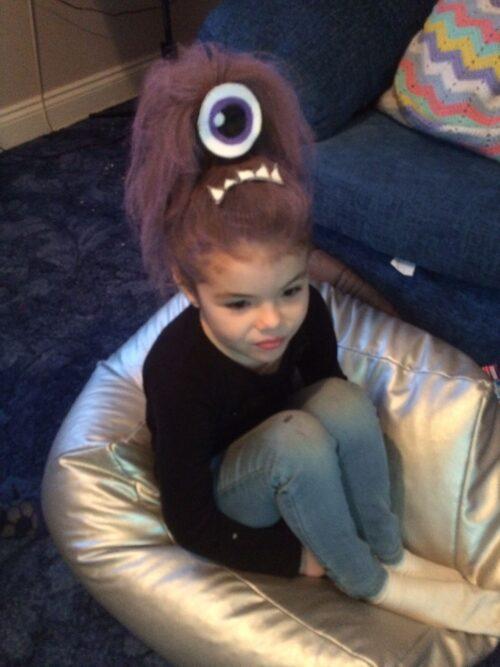 peinado loco de monstruo para niña