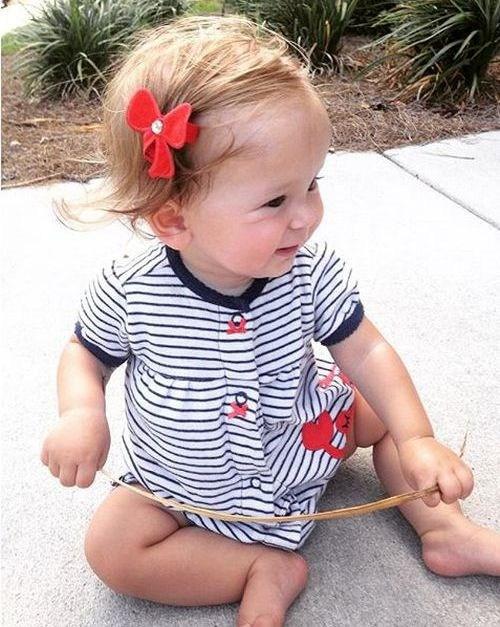 peinado para bebé con accesorio