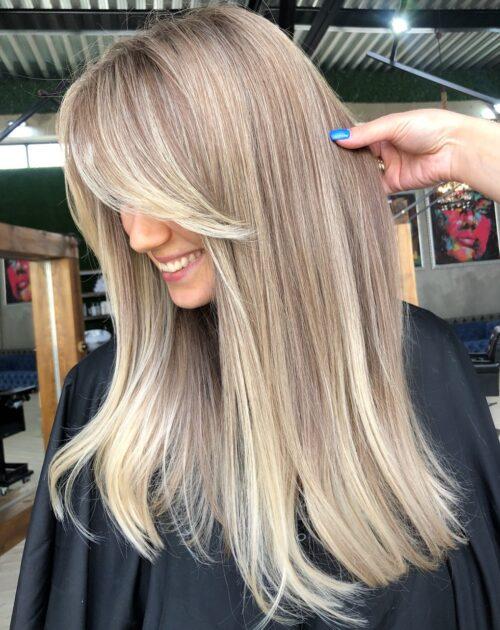 cabello largo con fleco largo para verse delgada