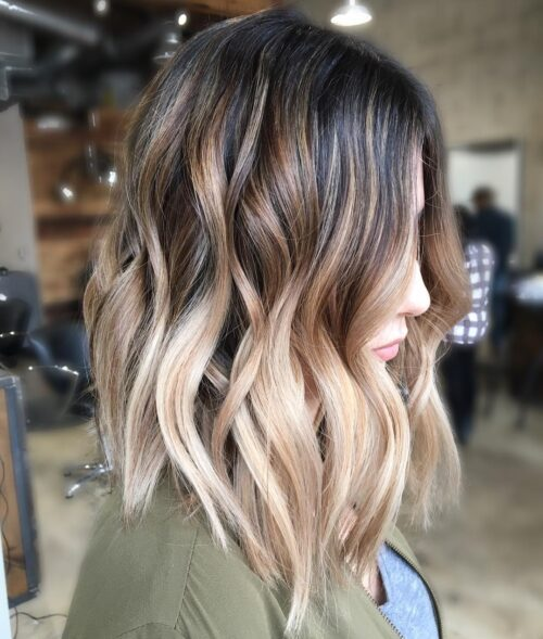 Mechas rubias en pelo castaño long bob