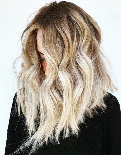 Mechas rubias en pelo castaño tono platinado