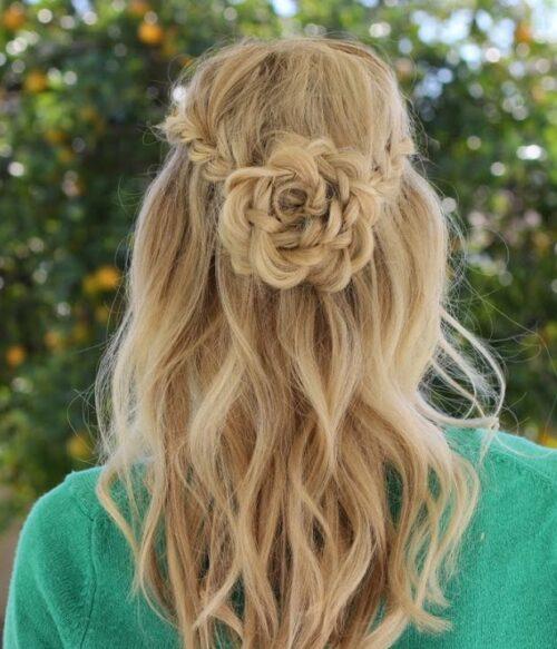 Recogidos pelo largo Flor con cabello